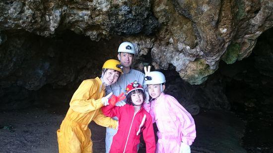 そして次は、洞窟探検です。
