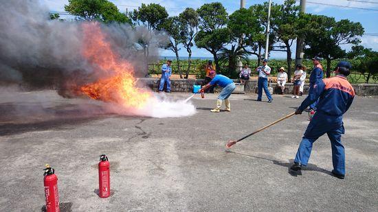 消火器の訓練も