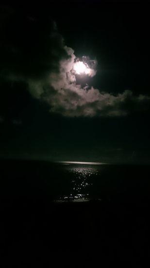 昨日の夜は、幻想的な月夜でしたっ!