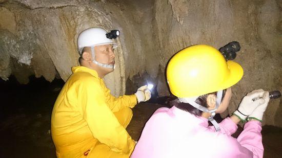 シュノーケリング後は洞窟ツアー