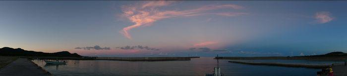夕暮れ時の伊野田漁港