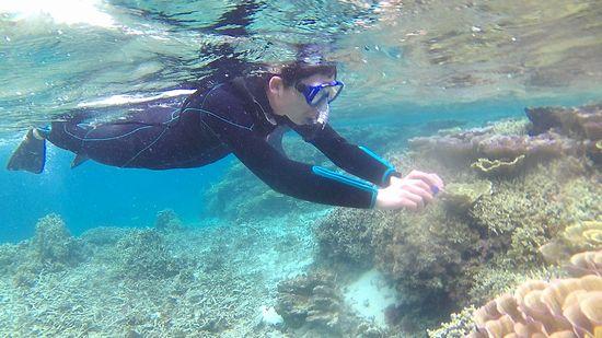 水中カメラを楽しむ旦那さんです