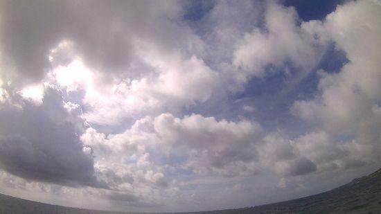 曇り、時たま晴れ間。その後大雨です