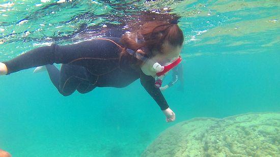 I田さんも慣れてくると水中を楽しんでいます。