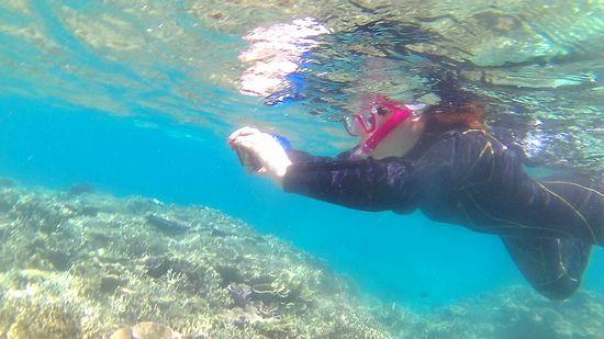 Hさんは水中カメラで撮影