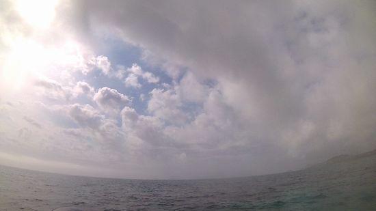 天気は曇り、時たま晴れ間です