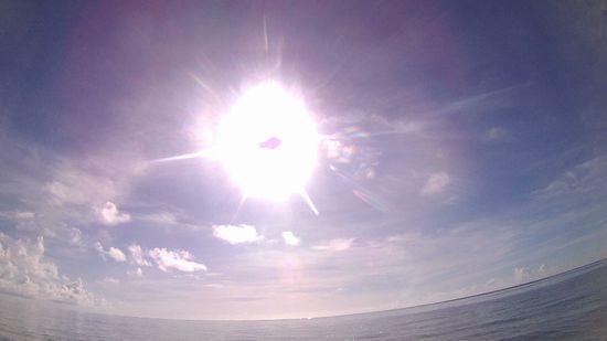 太陽は、ギラギラです