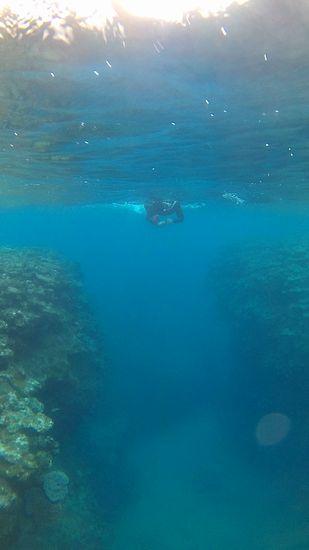 断崖絶壁、水深20mです