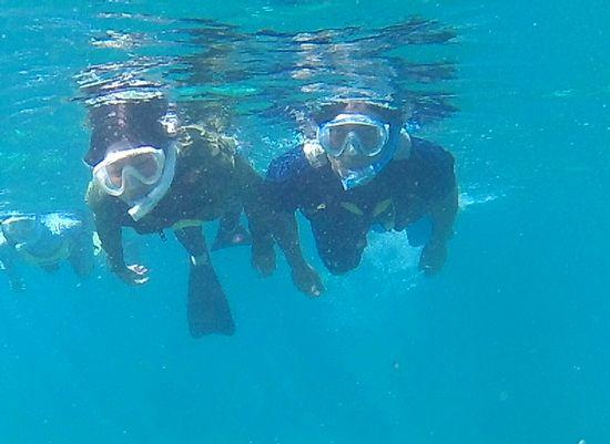 U迫さんとU野さん、余裕の泳ぎです