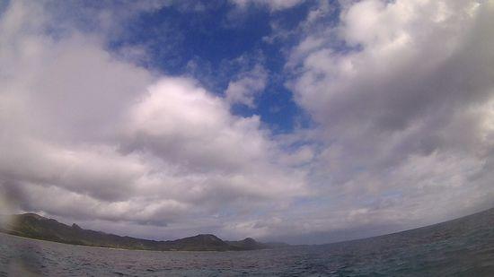 ほんのり雲と時たま晴れ間です