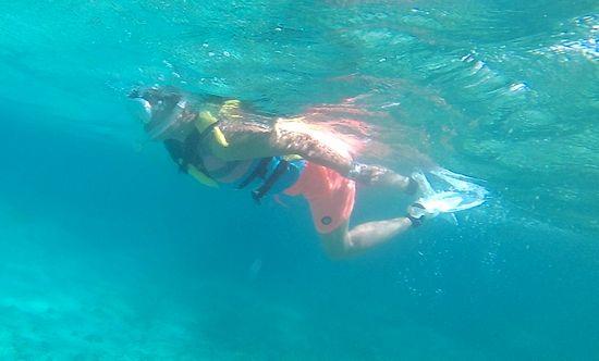おばあちゃんもさすがの泳ぎです♪