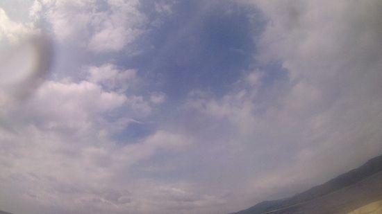 曇、時々晴れの一日です。