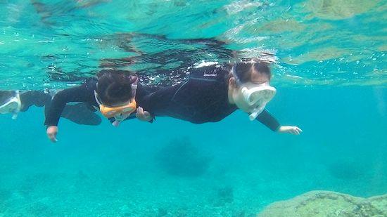 お母さんとリオちゃんすいすい泳ぎます♪