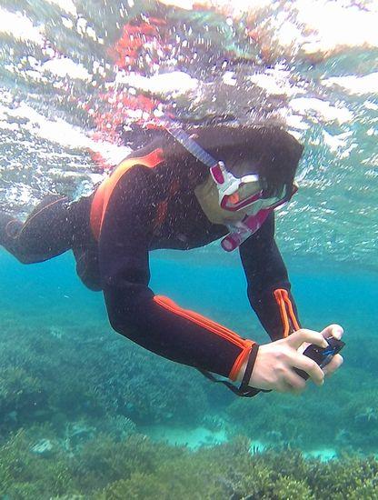 水中写真を楽しむK藤さんです