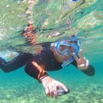 ヤマト君、水中カメラを片手にピースサインです