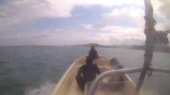 お気に入りの場所は、ボートの船首ですね!