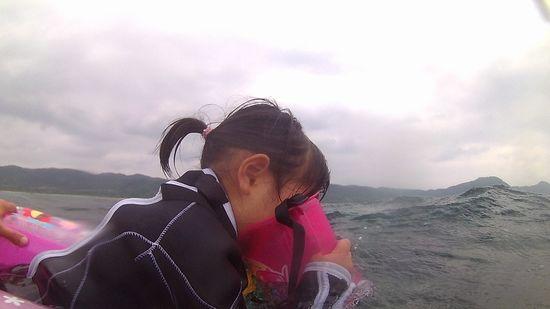 アサヒちゃん、海に没頭です