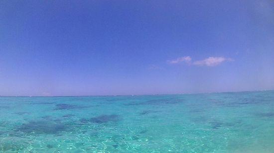 まるでプールのような海です