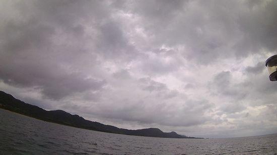 曇り時々小雨の一日です