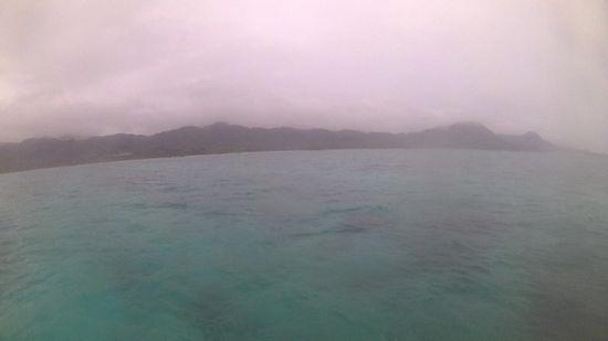 午後からのシュノーケルツアーは、どんより曇り。。。