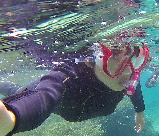 お母さん、もう大丈夫な泳ぎです。