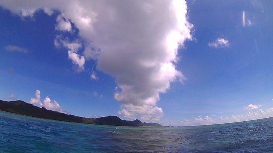 伊野田海域の上に雲