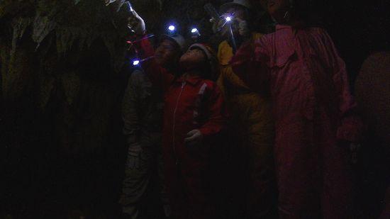 シュノーケリング後は洞窟ツアーです