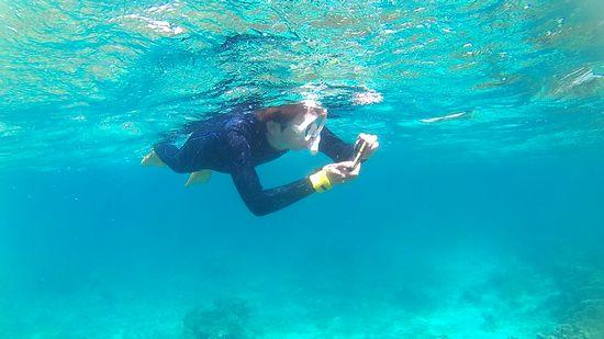 水中カメラを楽しむSさん