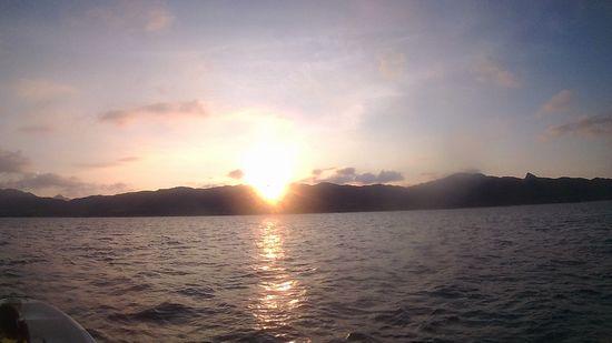 港に戻る時には、もう太陽さん、沈みかけています