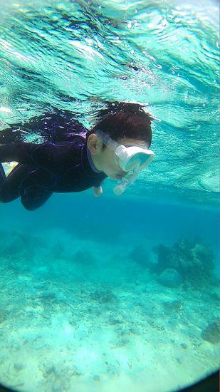 さぁ一人で泳ぎ初めています