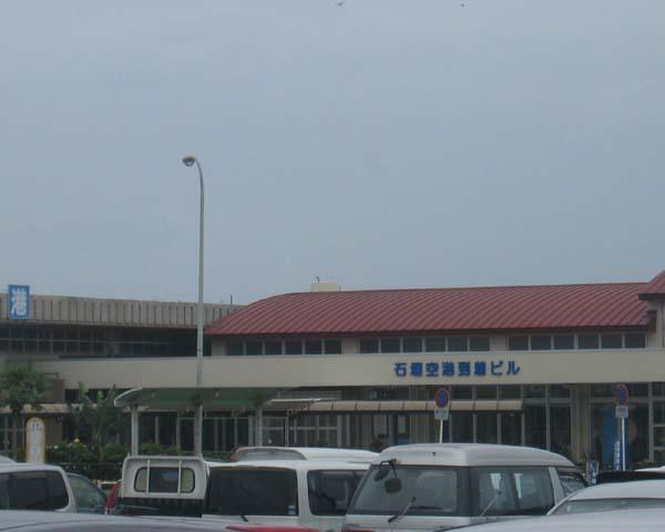 石垣島空港。あいにくの曇り