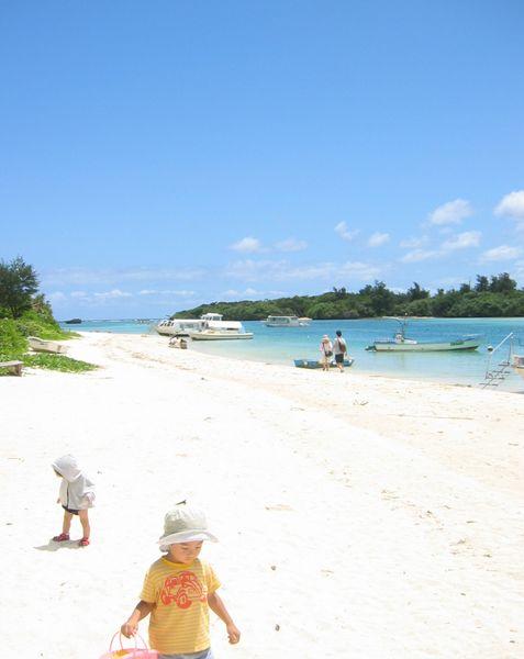川平湾の白い砂浜