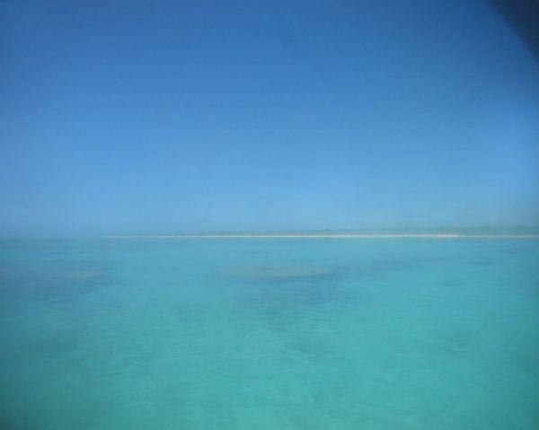 白保の海。本日も快晴です。