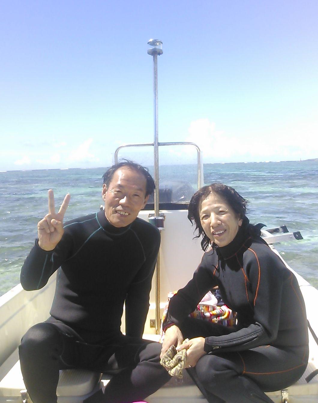 I田さんご夫婦。ボート上ではお互いに写真の取り合いっこしていました