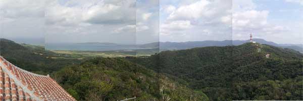 海と逆側は石垣島北部を一望