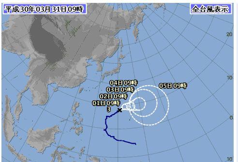 遠くにいる台風。うねりが強い