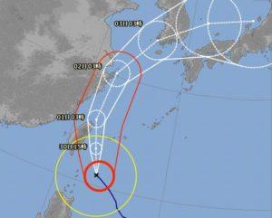台風、気象病なるものがあるんですね!シュノーケルツアーはお休みです。