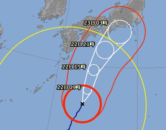 石垣島を通過している台風
